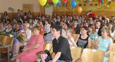 DPR MFA Head Natalya Nikonorova visited solemn high school diploma delivery ceremony in school № 115